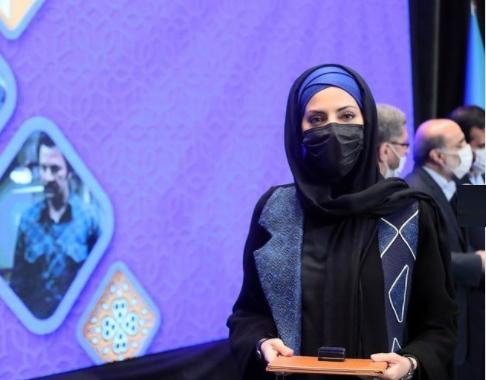 استایل شیک هلیا امامی در مراسم تجلیل از هنرمندان /عکس