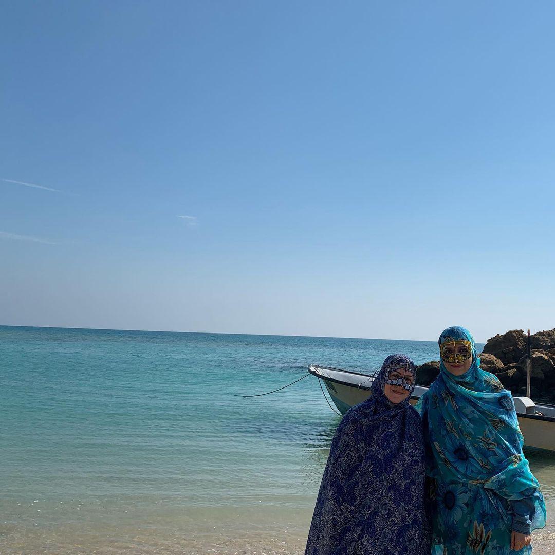 تیپ متفاوت و دیده نشده مژده لواسانی در ساحل جنوب /عکس