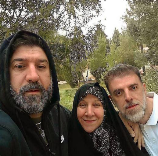 علی انصاریان در کنار مادر و برادرش