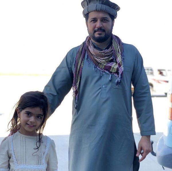 بازیگر کوچولوی زخم کاری در کنار پندار اکبری /عکس
