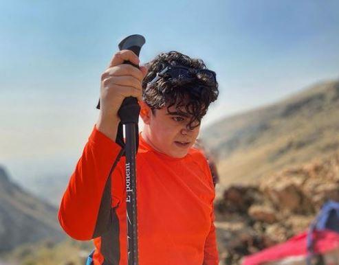 رفیق شفیق عمو پورنگ در حال کوهنوردی /عکس