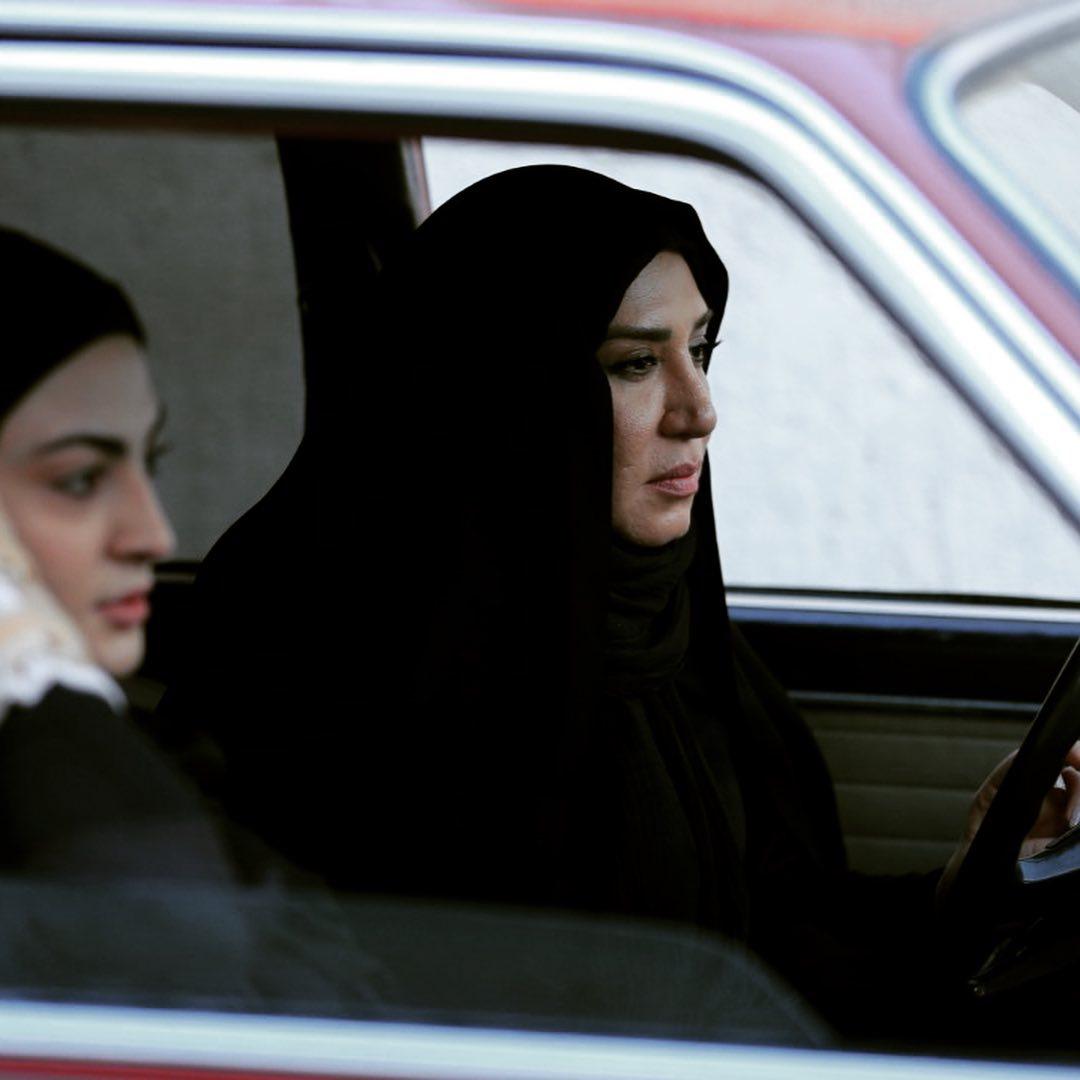 نسیم ادبی» چادر سر کرد/ عکس
