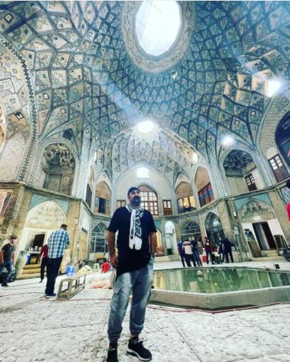 استایل متفاوت مهران احمدی در بازارچه سنتی /عکس
