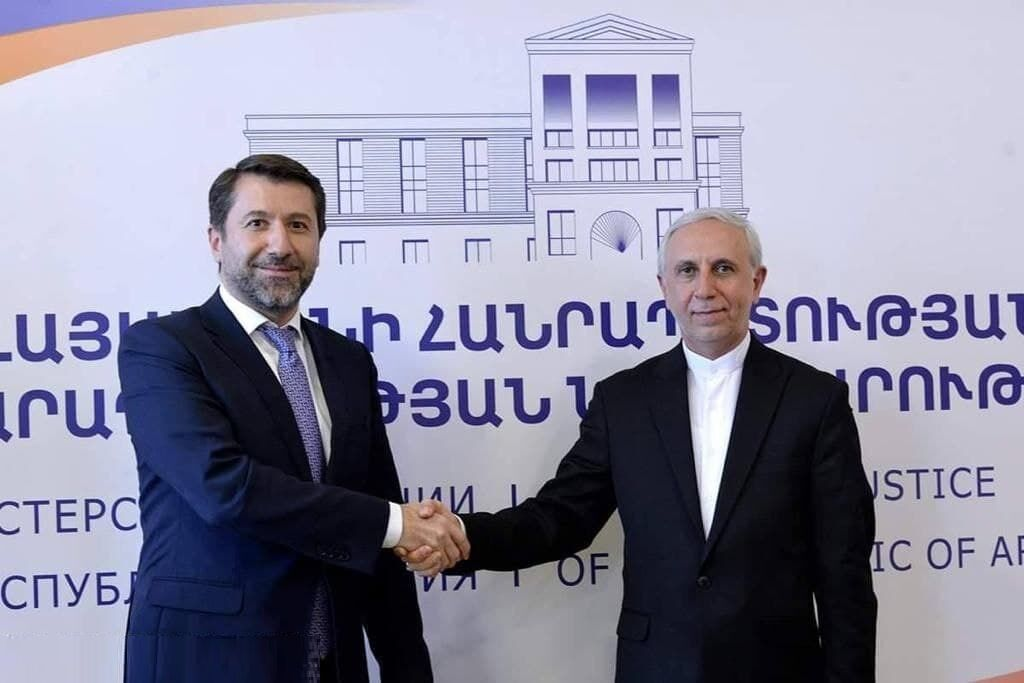 مذاکرات سفیر ایران با وزیر دادگستری ارمنستان درباره انتقال محکومان