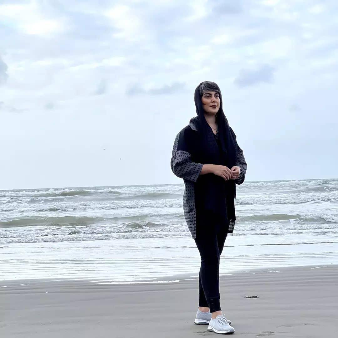 عکس تمام قد خانم بازیگر با استایل لب آبی /عکس