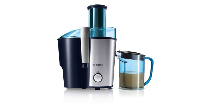 Preparation-of-natural-juices-on-hot-days-of-the-year-with-Bosch-juicer