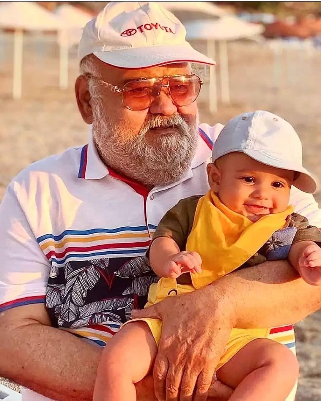 اکبر عبدی و نوه بامزه اش /عکس