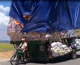 بارکشی از موتور به اندازه تریلی ۱۸ چرخ! /فیلم