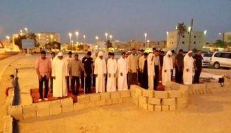 نمازمغرب وعشای بحرینیها درمسجد تخریب شده