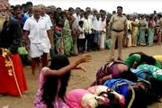 مراسم عجیب شلاق زدن هزاران زن در هند برای دور کردن شیطان از روح آنان/ عکس