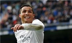 رونالدو قراردادش را با رئال مادرید تمدید میکند