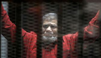 """صدور حکم """"مرسی"""" به تعویق افتاد"""