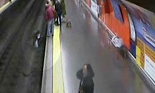 نجات معجرهآسای زنی از ریل مترو + فیلم