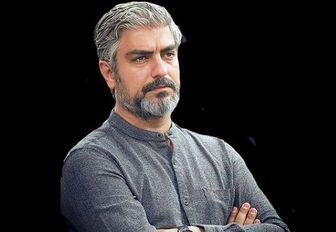 مهدی پاکدل در یک عکس تبلیغاتی