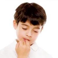 چرا فرزندم ناخن هایش را می جود؟