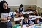 نوزیع کتابهای فرهنگ ایثار و شهادت در ۱۴۰۰ مدرسه