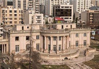 محاصره قصر سنگی تهران توسط لودرها