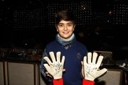 دستکش امضا شده بیرانوند برای پسر سالار عقیلی