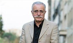 استاد گریم سینمای ایران بر تخت پادشاهی هندی/عکس