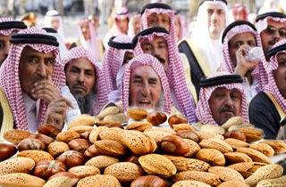 فتوای مضحک مفتیان سعودی درباره خوردن آجیل در نوروز/عکس