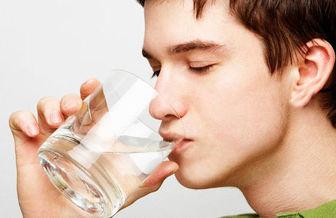 به این ۶ دلیل به جای آب سرد آب گرم بنوشید