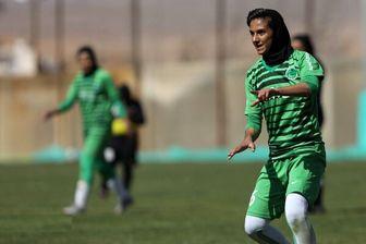 گل تکنیکی زهرا علیزاده فوتبالیست زن در شهرداری سیرجان+فیلم
