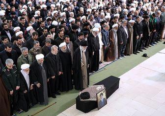 رهبر انقلاب تاکنون بر پیکر چه کسانی نماز میت خواندهاند؟ + عکس
