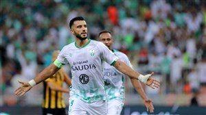 ستاره الاهلی در مقابل استقلال/ عمر السوما به بازی با آبی پوشان رسید