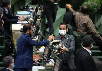 مردم در انتظار شفافیت آرای نمایندگان مجلس