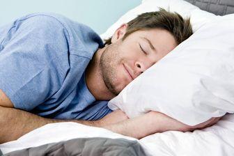 ۷ دلیل قانعکننده برای اینکه به پهلوی چپ بخوابید