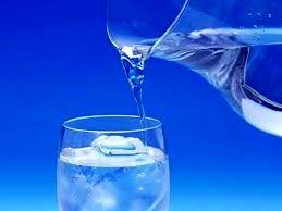 مضرات نوشیدن آب یخ برای بدن