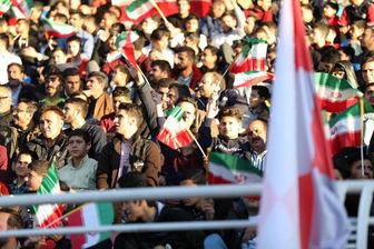 اهتزاز پرچم ایران در ورزشگاهها