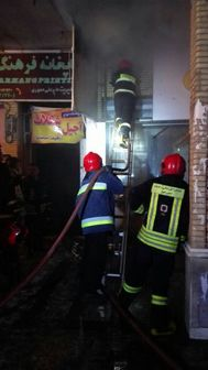 فروشگاه کفش در محاصره آتش + تصاویر