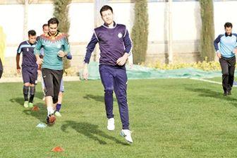 بازیکن دیناموکیف در تمرین استقلال
