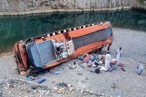 واژگونی اتوبوس با ۷۰ نفر کشته و زخمی