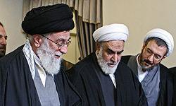 حاشیه حضوررهبر انقلاب درمنزل شهیدان جنیدی