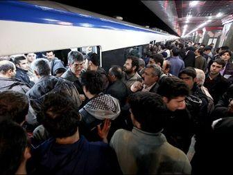 اختلال در خطوط ۲ و ۴ مترو / سرگردانی مسافران در خیابانها