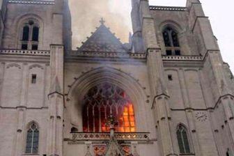 کلیسای جامع «نانت»  در آتش