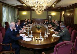 تاکید وزرای دفاع ایران و روسیه بر گسترش روابط نظامی