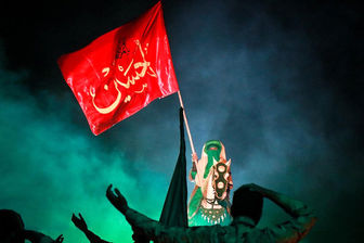 تعویض پرچم حرم سیدالشهدا(ع) با شروع ماه ربیع الاول/عکس
