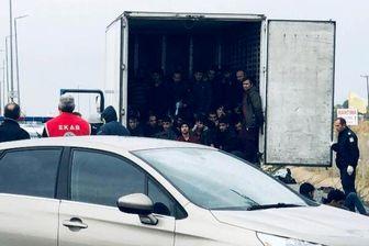 قاچاق انسان در یونان: بازداشت ۴۱ مهاجر غیرقانونی در یک کامیون