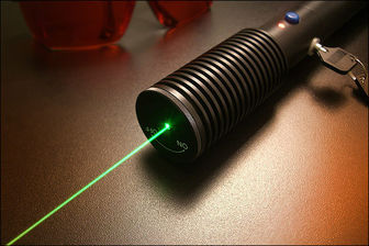 مجازات افرادی که به وسایل نقلیه نور لیزر میتابانند