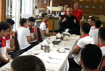 مدیرعامل پرسپولیس خطاب به بازیکنان:  با تمام وجود برای قهرمانی در آسیا تلاش کنید