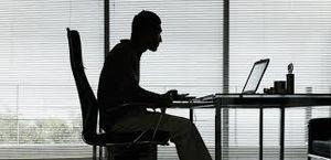 8 مشکل ناشی از نشستن بد و طولانی