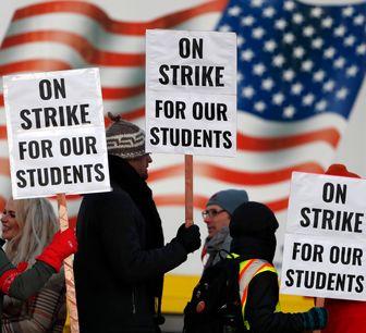اعتراض و نگرانی معلمان از بازگشایی مدارس در آمریکا