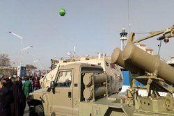 سامانه موشکی فجر و راکت فلق در راهپیمایی امروز +عکس