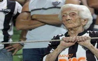 آرزوی قدیمیترین هوادار فوتبال جهان برآورده شد!
