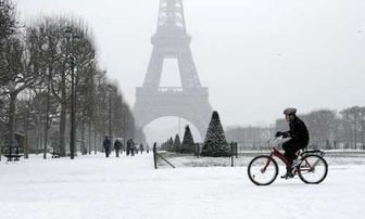 بارش برف پاریس را قفل کرد