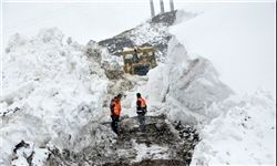 رهاسازی ١٦٩ دستگاه خودروی گرفتار در برف