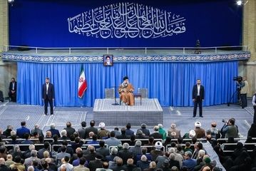 دیدار خانوادههای شهدا با امام خامنه ای/ گزارش تصویری